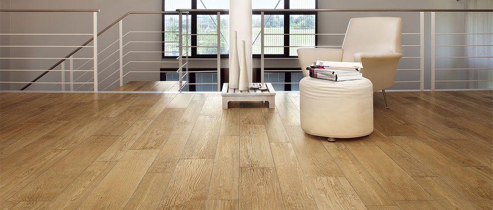 Bodenbelag in keramischer Holzoptik. Ideal für Fußbodenheizungen.